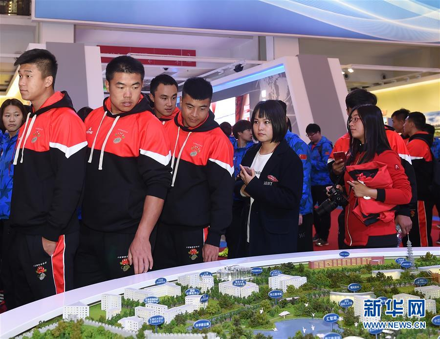 """(社会)(2)国家体育总局组织参观""""砥砺奋进的五年""""大型成就展"""