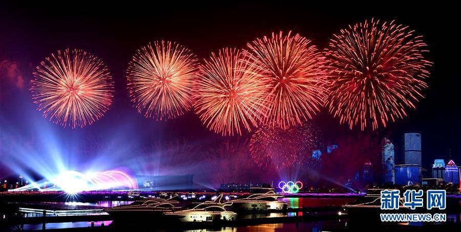 (上合青岛峰会·XHDW)(4)灯光焰火艺术表演在青岛举行