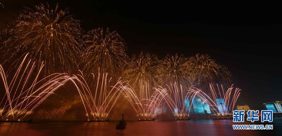 (上合青岛峰会·XHDW)(7)灯光焰火艺术表演在青岛举行