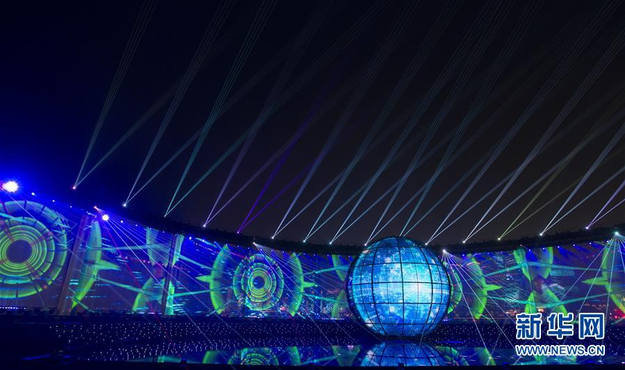 (上合青岛峰会·XHDW)(10)灯光焰火艺术表演在青岛举行
