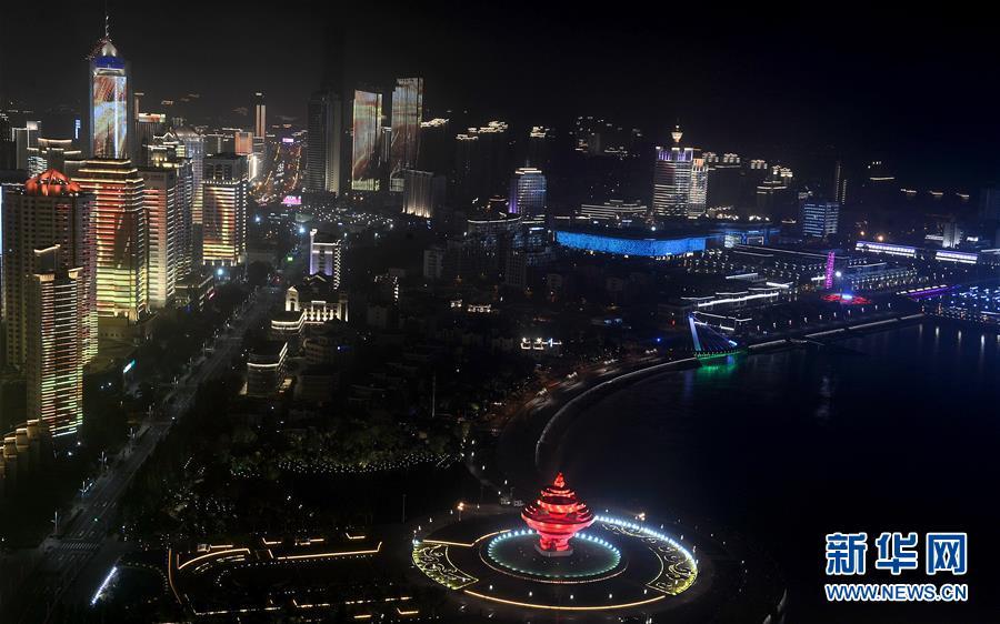 (上合青岛峰会·XHDW)(23)灯光焰火艺术表演在青岛举行