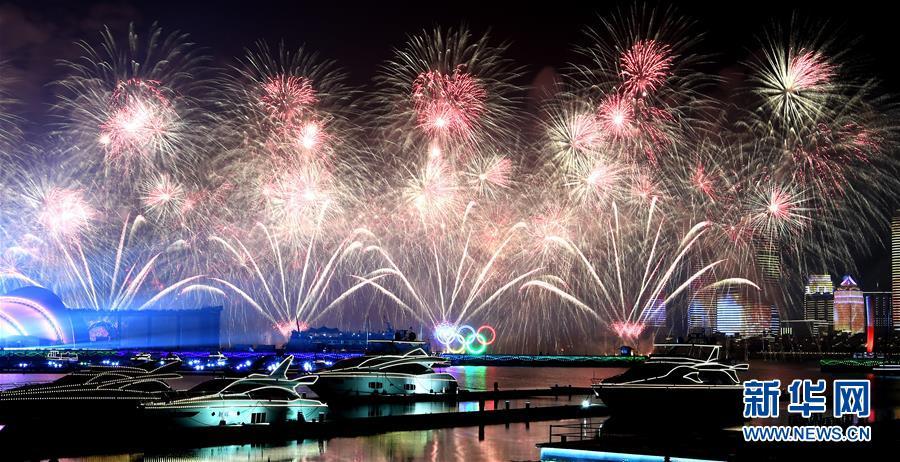(上合青岛峰会)(19)灯光焰火艺术表演在青岛举行