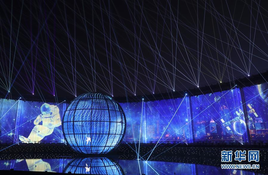(上合青岛峰会·XHDW)(36)灯光焰火艺术表演在青岛举行