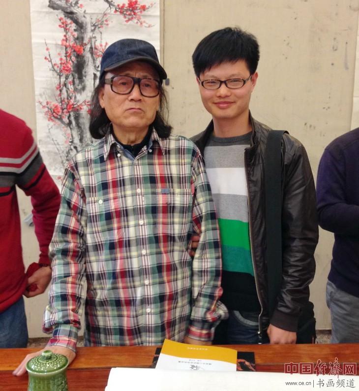 徐恺(右)与恩师石奇(左)合影