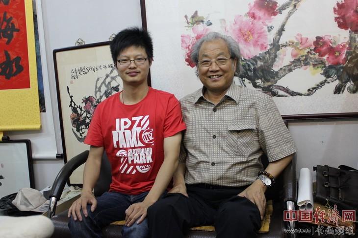 徐恺(左)与著名书法家李铁梁(右)合影