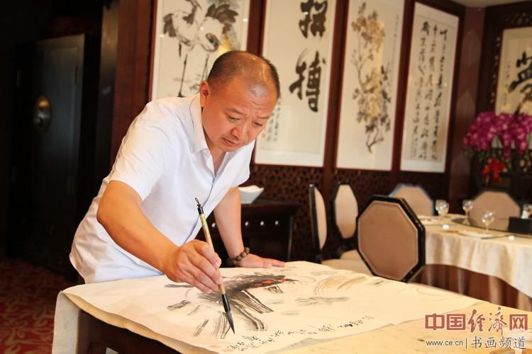 著名国画家张秋祥在凤城汤厨现场挥毫泼墨