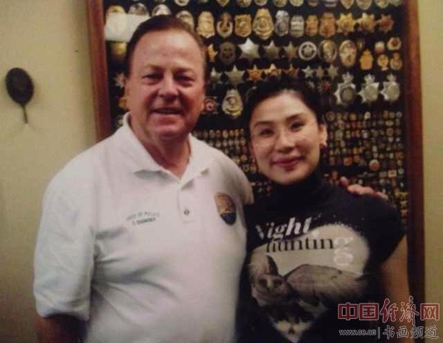 何�F熹(Anika He)和比佛利山庄警察局长DAVID L.SNOWDEN