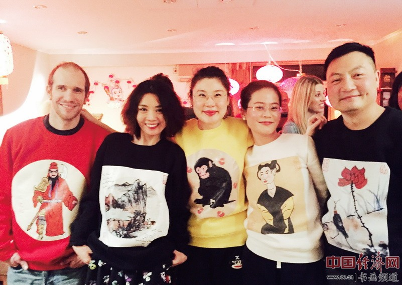 何�F熹(Anika He)和她的粉丝们 Anika He and her fans.
