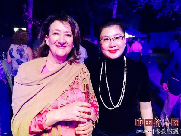 何�F熹(Anika He)和摩洛哥驻华大使夫人Nouria Elalami 女士合影。