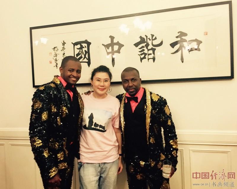 何�F熹(Anika He)和哥伦比亚的著名舞蹈家合影 Columbian