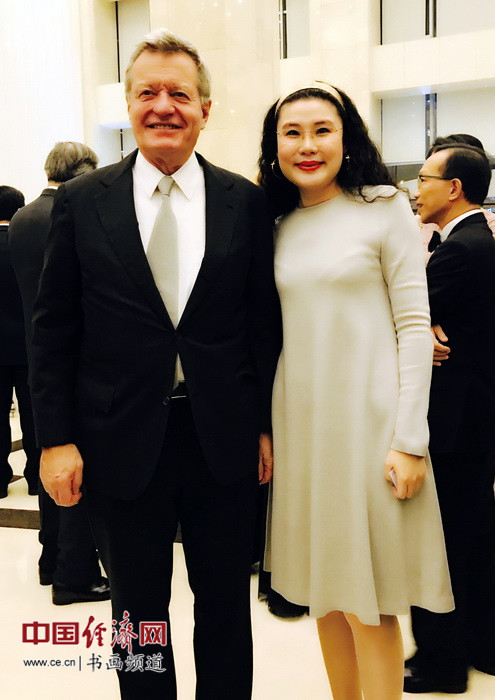 何�F熹(Anika He)和美国驻华大使马克斯・博卡斯 Max Baucus.