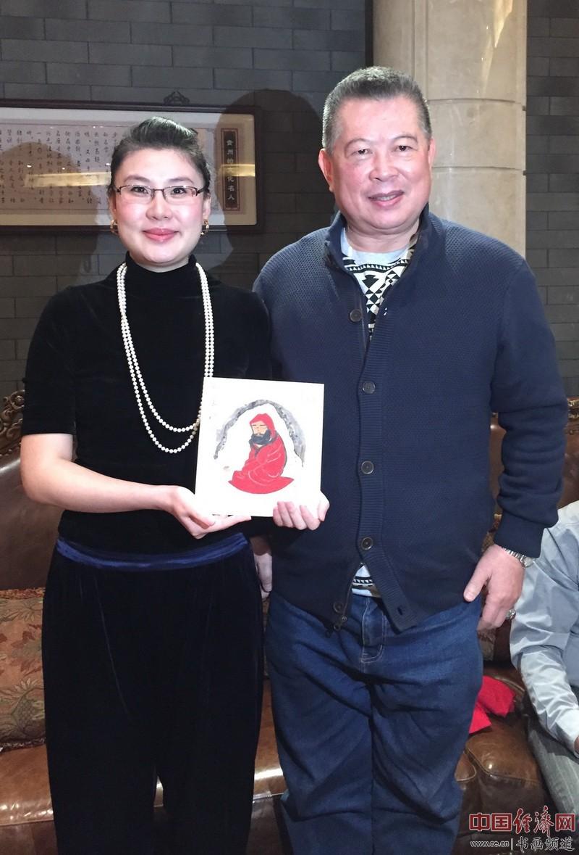 何�F熹(Anika He)和全球洪门联盟总会长刘会进合影Liu Hui Chin