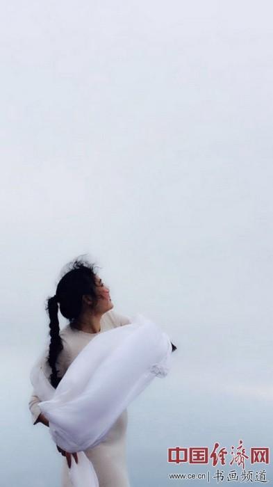 何�F熹(Anika He) 与云共舞【视频】