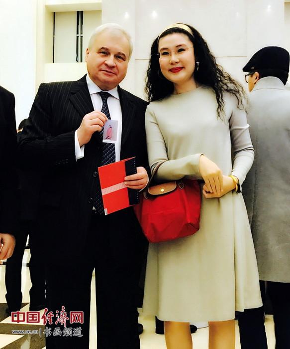 何�F熹(Anika He)和俄罗斯驻华大使安德烈・杰尼索夫 Andrey J. Denisov