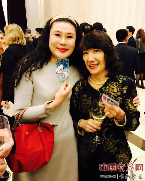 何�F熹(Anika He)和欧盟驻华大使夫人史香露 Ms. Kaoru Schweisgut