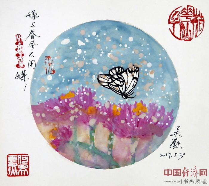 吴欢在何�F熹(Anika He)画作上签名。