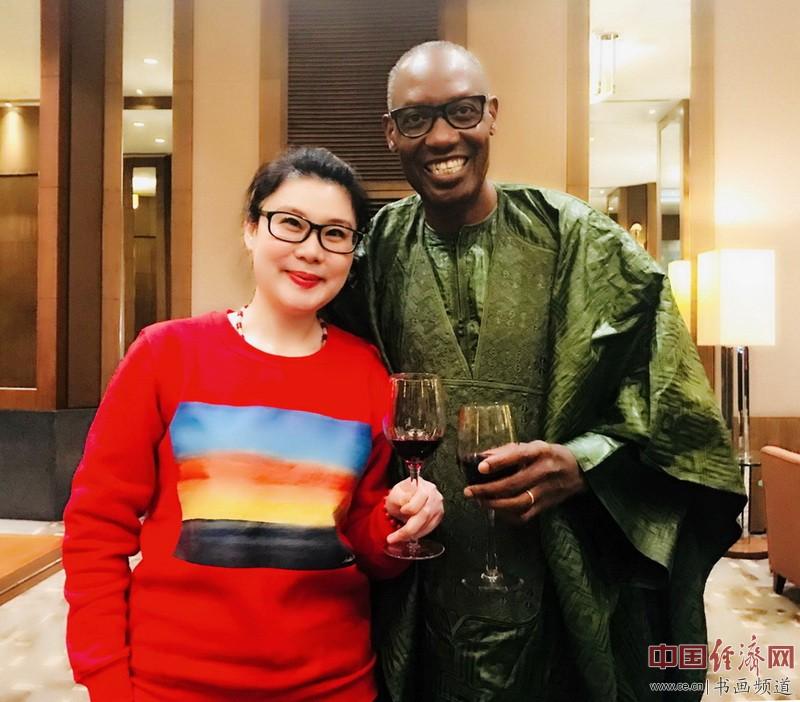 何�F熹(Anika He)和非洲野生动物基金会主席卡杜.塞博亚(kaddu.Sebunya)