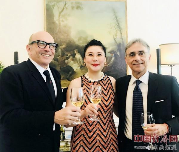 艺术家何�F熹Anika He 意大利驻华大使谢国谊Ettore Francesco SEQUI
