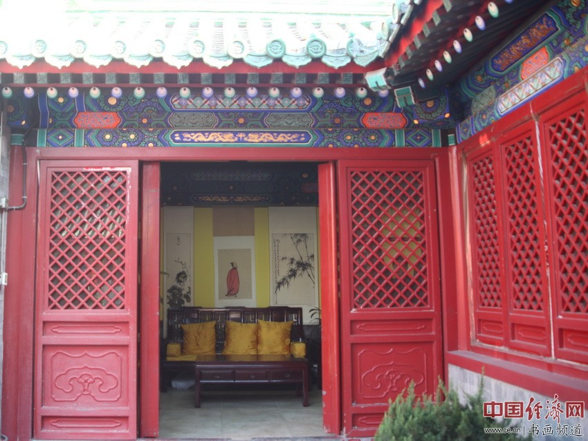 何�F熹(Anika He)绘画供奉于北京后海火神庙 中国经济网记者李冬阳摄