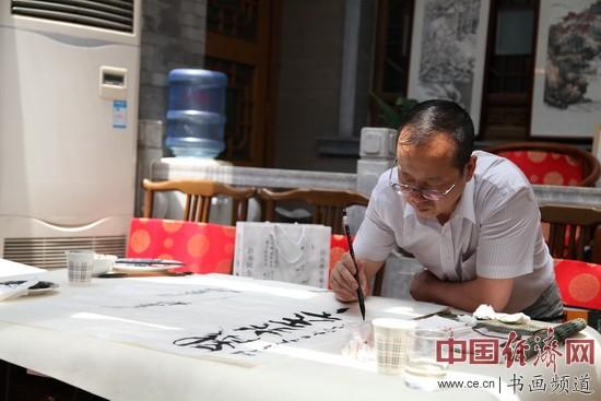 纪晓岚纪念馆馆长、书法大家李新永在画上题字