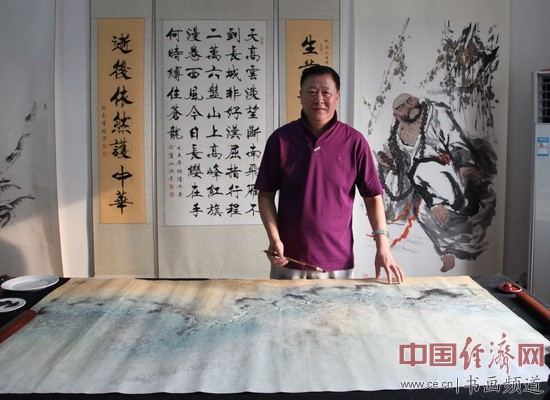 著名画家姜云宗在现场创作国画
