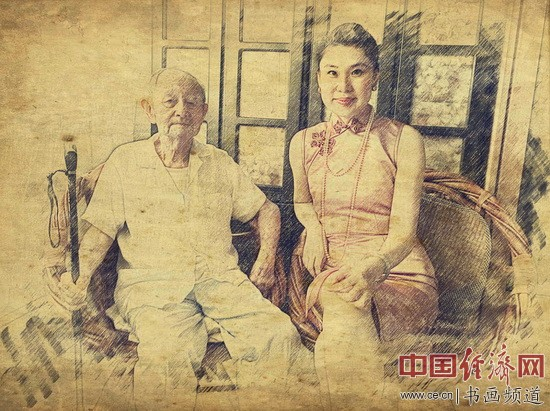 何�F熹(Anika He)(右)和清末代皇帝溥仪宗侄、恭亲王溥伟之子爱新觉罗・毓�E(左)合影