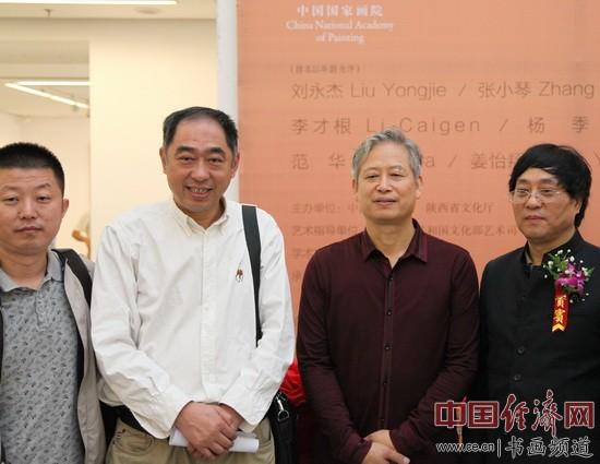 文化部中国佛学文化保护发展中心主任、艺术评论家张胜利(左二)出席