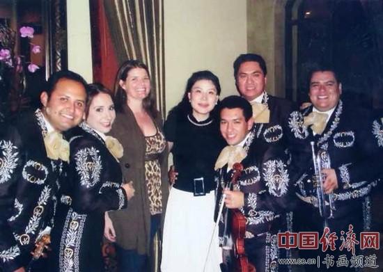 何�F熹(Anika He)和墨西哥乐队Anika He and Mexican Band.