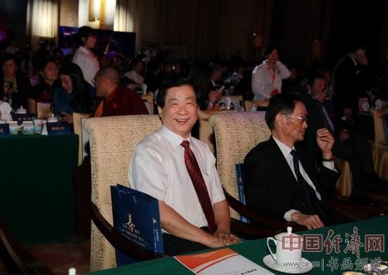 国画大师、慈善大使吴东魁在前排就坐