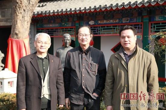 刘国伟、梁建忠、王粤生在纪晓岚故居与李新永