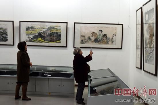 全球艺术名家书画邀请展青岛首展现场