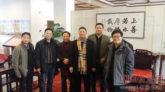 弓超与部分嘉宾在现场合影 中国经济网记者李冬阳摄