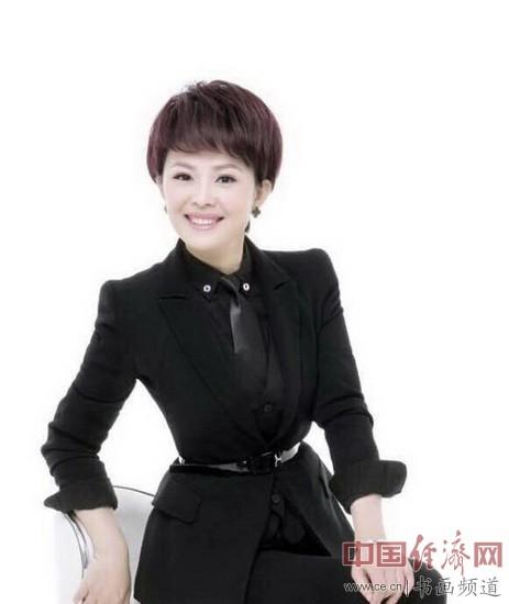 中国中央电视台主持人栗娜