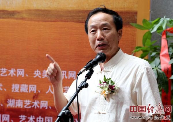 湖南省文联副主席、湖南师大美术学院院长、湖南省美协主席朱训德在开幕式上致辞