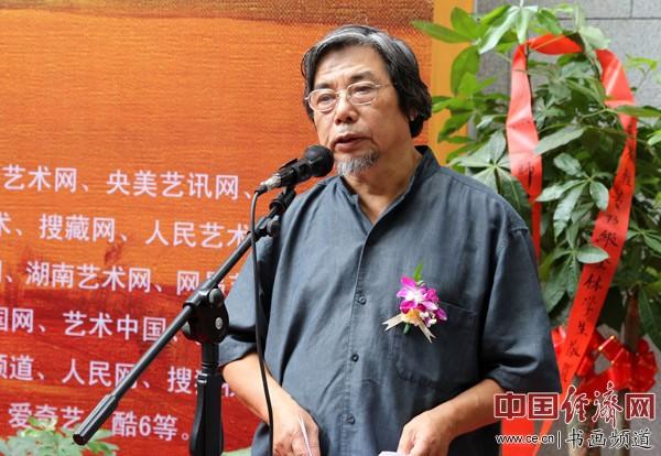 策展人邓平祥在开幕式上致辞