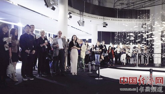 """""""数字时代的仿像:黄建成艺术展""""在德国柏林宝马展示中心展览"""