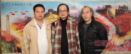 国画大师刘国伟(中)、国画大家白雪狼(右)、凤城汤厨董事长梁建忠(左)