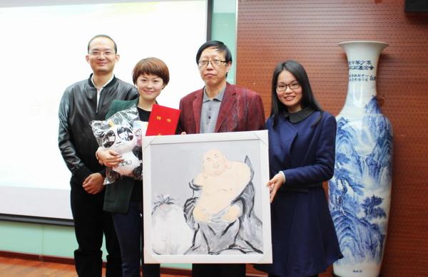 栗娜与理事长王林、起点工程项目组合影
