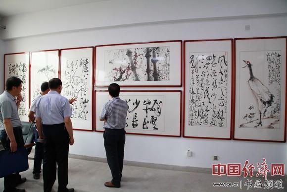 通渭一中吴东魁书画艺术馆内展出了吴东魁书画作品