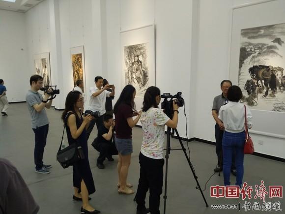 邬邦生书画作品展展厅一角 中国经济网记者李冬阳摄