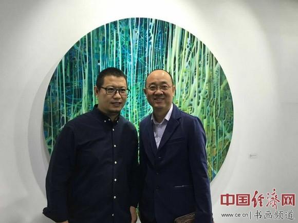 艺术家陈澈(左)与天津美术馆馆长马驰(右)在现场合影