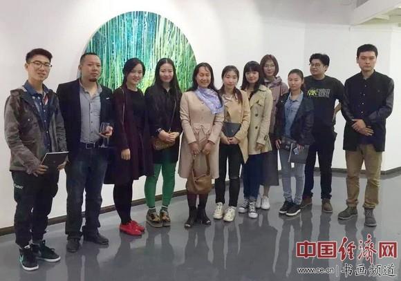 南开大学教授、博士生导师杨岚(左五),徐振飞(左二)等人在现场合影