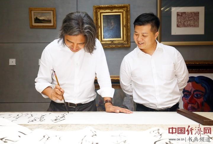 吴为山(左)、冯磊(右)