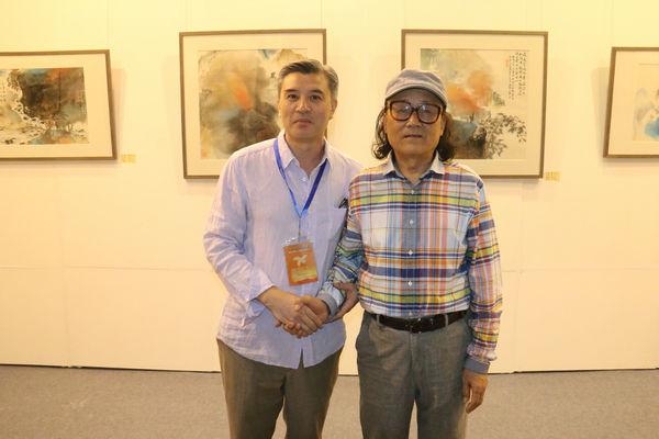 """著名画家杨延红""""墨彩有情""""画展在青岛举行"""