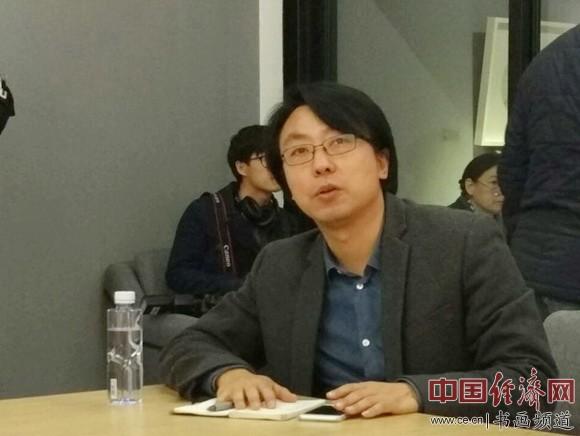 策展人、中央美术学院中国画学研究部主任于洋主持研讨会