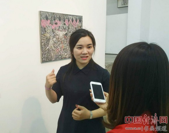策展人李恩多接受采访 中国经济网记者李冬阳摄