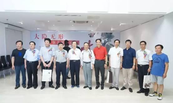 孙永福、陈广文、刘新科、张志国与铁路文联、人民铁道报系统艺术家合影留念