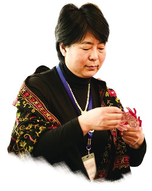 刘静兰:爱剪纸最好的方式就是把剪纸文化传承下去,让剪纸走向世界