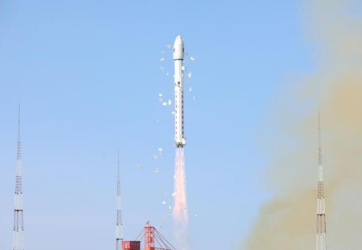 """我国成功发射""""吉林一号""""宽幅01星 搭载发射3颗小卫星"""