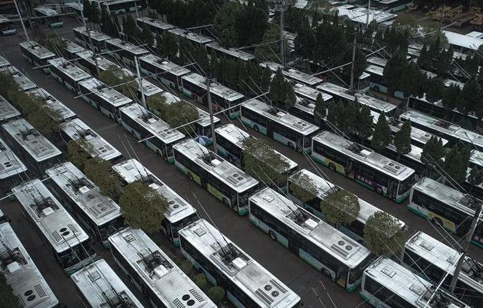 武汉:停摆的公交